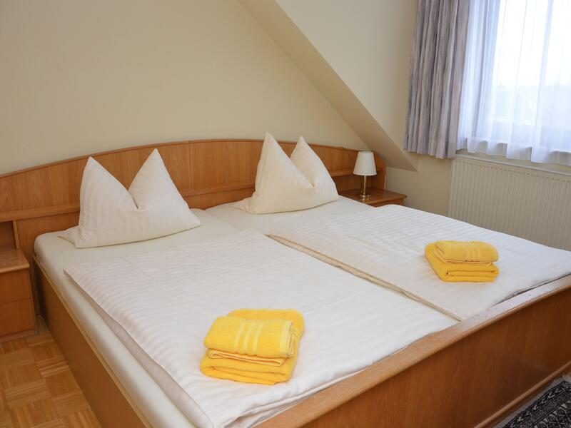 Doppelbett im Hotel Grüner Sand